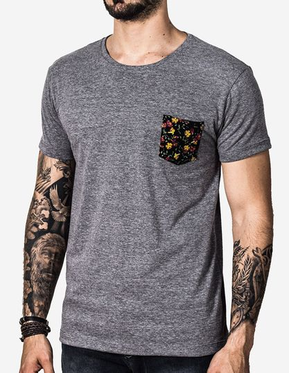 1-T-SHIRT-ECO-PRETO-BOLSO-ESTAMPADO-100212