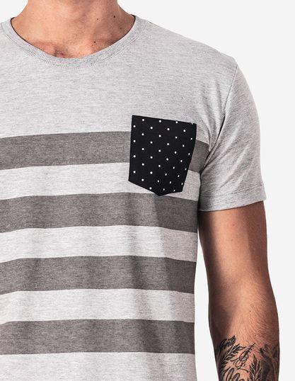 4-T-shirt-listrada-bolso-poa-