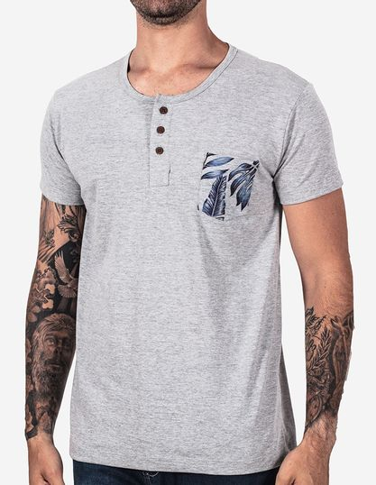 t-shirt-henley-mescla-bolso-folhas-102402-1
