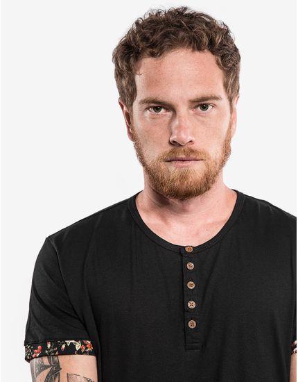 3-hover-hermoso-compadre-camiseta-henley-preta-detalhe-floral-102399