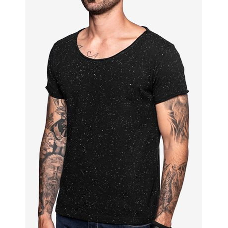 1-camiseta-gola-canoa-preta-botone-103547